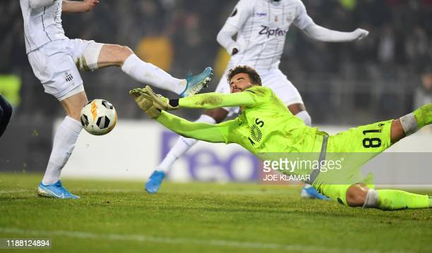 Sporting's Portugese goalkeeper Luis Maximiano saves the ball during the UEFA Europa League Group D football match between Linzer ASK and Sporting CP...