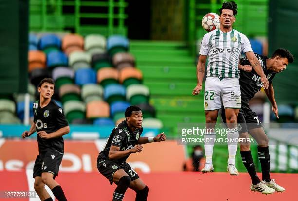 Sporting's Portuguese defender Eduardo Quaresma heads the ball with Vitoria Setubal's Argentine forward Brian Mansilla during the Portuguese League...