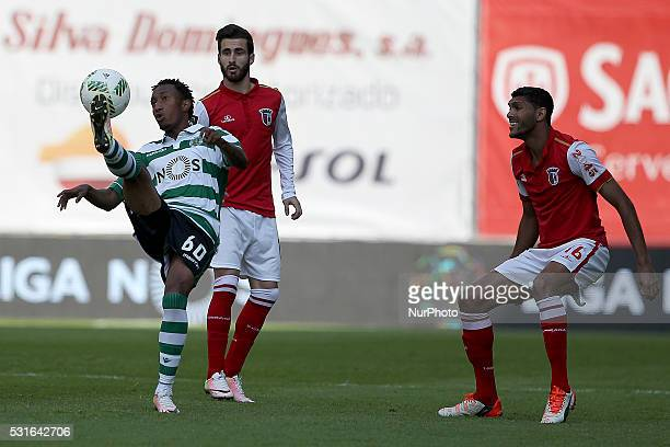Sporting's Portuguese forward Gelson Martins in action with Braga's Portuguese midfielder Rafa Silva and Braga's Brazilian defender Djavan during the...