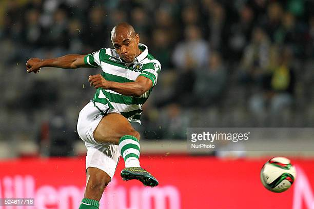 Sporting's Portuguese midfielder Jo��o M��rio in action during the Premier League 2015/16 match between FC Arouca and Sporting CP at Municipal de...