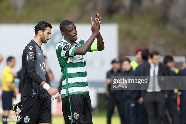 Sporting's Portuguese midfielder William Carvalho and Sporting's Portuguese goalkeeper Rui Patr��cio reacts after end of game during the Premier...