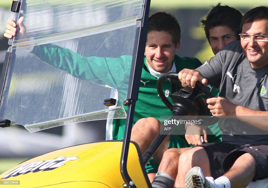 Sporting's teamcaptain Joao Moutinho (L) : News Photo