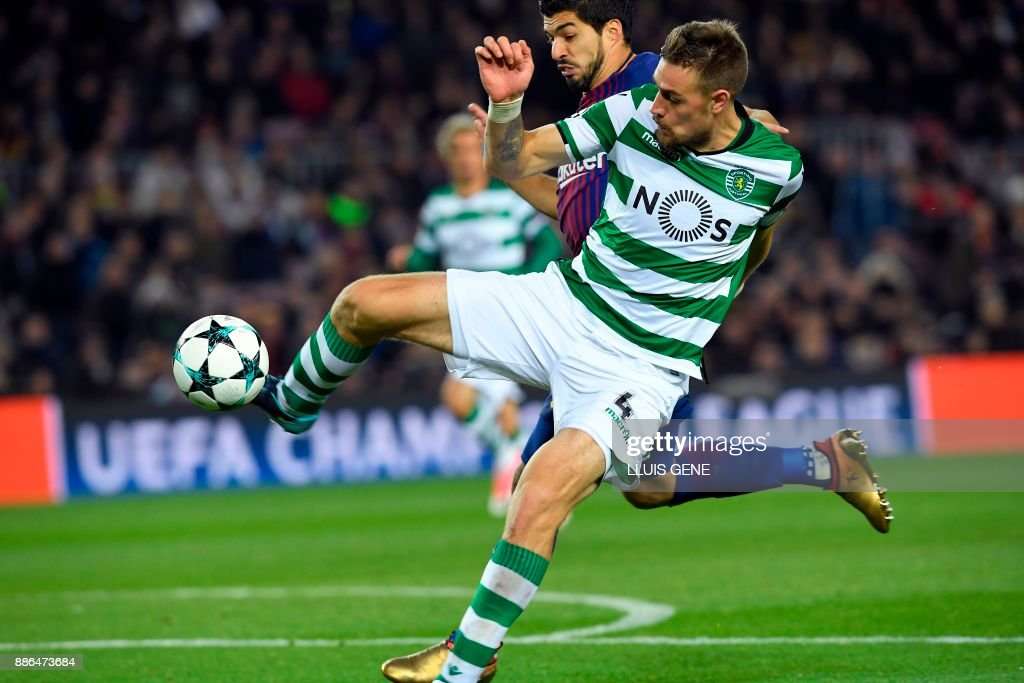 Sporting's Uruguayan defender Sebastien Coates challenges Barcelona's Uruguayan forward Luis Suarez (back) during the UEFA Champions League football match FC Barcelona vs Sporting CP at the Camp Nou stadium in Barcelona on December 5, 2017. /