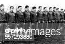 Sportler, Fussball DDR Qualifikationsspiel der DDR-Junioren in Magdeburg gegen Österreich zum UEFA-Turnier 1970 - Die Junioren-Auswahl vor dem Spiel...