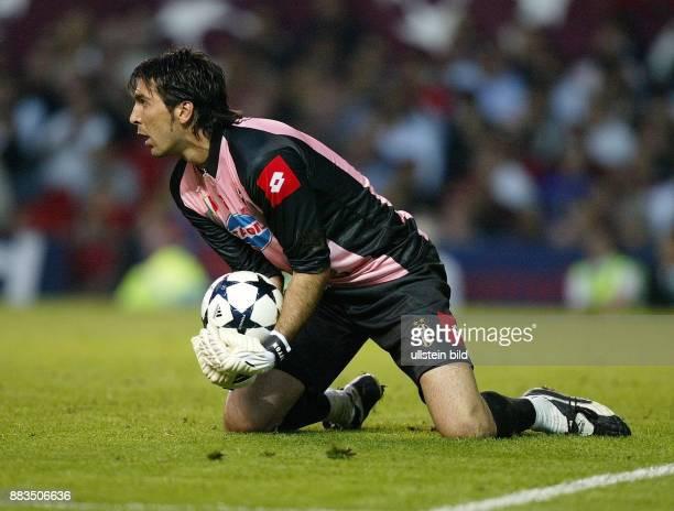 Sportler Fussball Italien Torhüter in Aktion am Ball