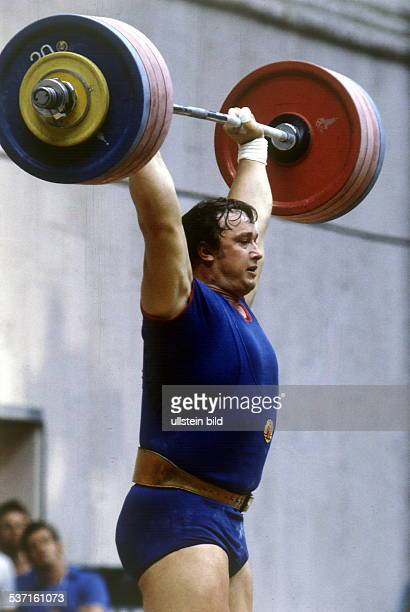 Sportler Gewichtheben Superschwergewicht über 110 kg DDR in Aktion bei den olympischen Spielen in Moskau 1980 Silbermedaille