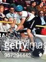 Sportler / Radsport, D Deutsche Bahnrad-Meisterschaft in Cottbus: - Der deutsche Meister bei einem Stehversuch im Finale -