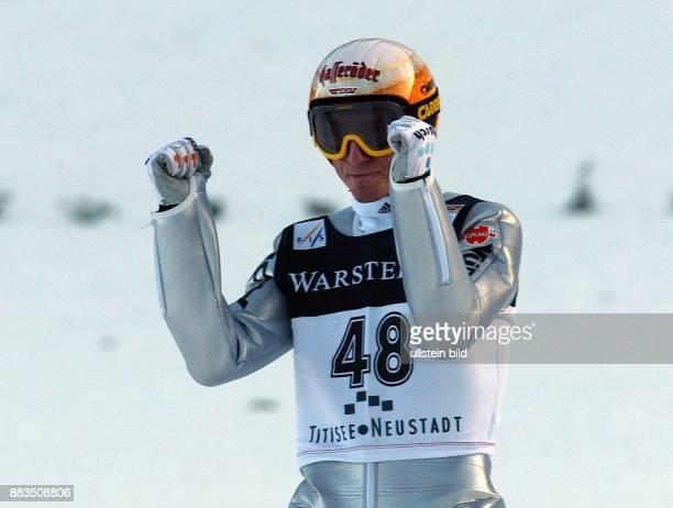 Sportler Skispringen D Jubelt über seinen 5 Platz