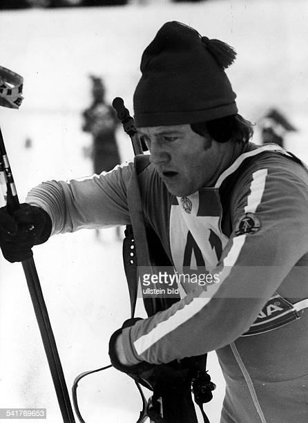 Sportler Wintersport Biathlon DDRWettkampf in Oberhof Einzelaufnahme im Wettkampf