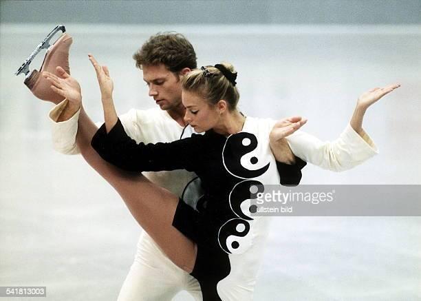 Sportlerin Eiskunstlauf Eistanz D in Aktion mit Partner Rene Lohse Dezember 1998