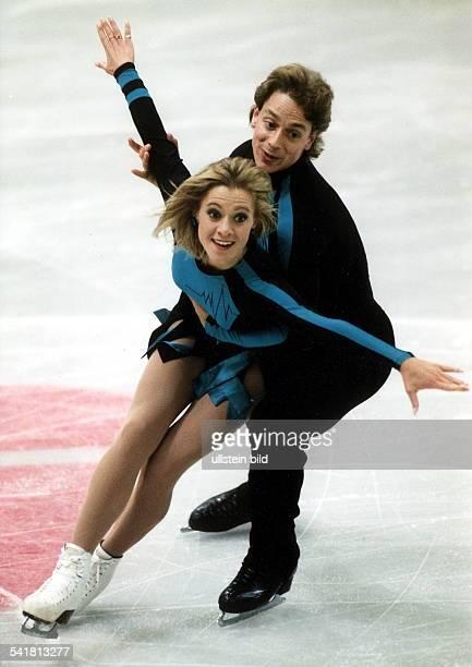 Sportlerin Eiskunstlauf Kanadain Aktion mit Partner Victor Kraatz November 1998