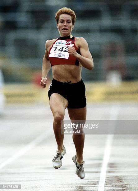 Sportlerin Leichtathletik D Laufstudie von vorne Mai 1997