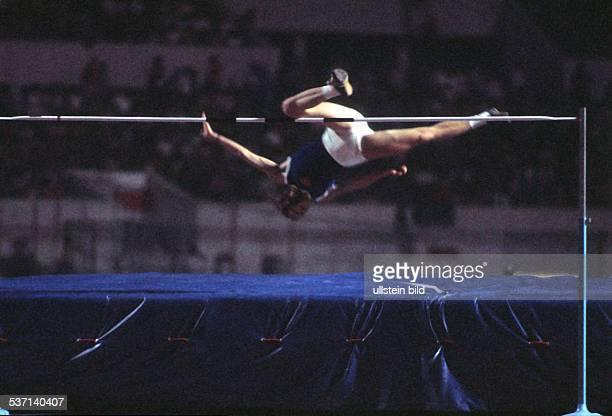 * Sportlerin Leichtathletik DDR springt im Straddle Stil neuen Weltrekord in Rom 1974