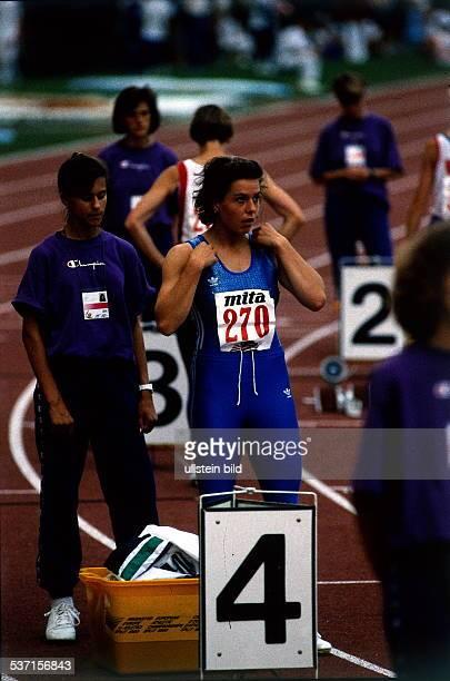 Sportlerin Leichtathletik DDR Startvorbereitung 400m bei der EM in Split Breuer