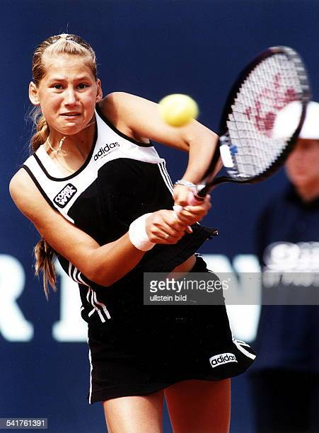 Sportlerin Tennis RUS'German Open' in Berlin Aktion schlägt eine beidhändige Rückhand