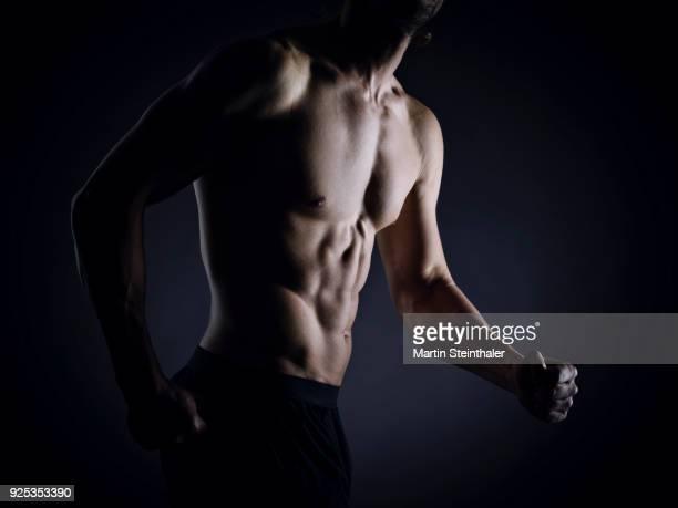 Sportlich muskulöser Mann - Fitnesstrainer