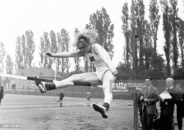 sports Athletics sports meeting 1965 in the Jahn Stadium Bottrop high jump women high jumper of RW Oberhausen DBottrop Ruhr area North RhineWestphalia