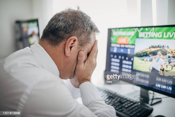 sports betting using a computer, live betting - gambling addiction stock pictures, royalty-free photos & images