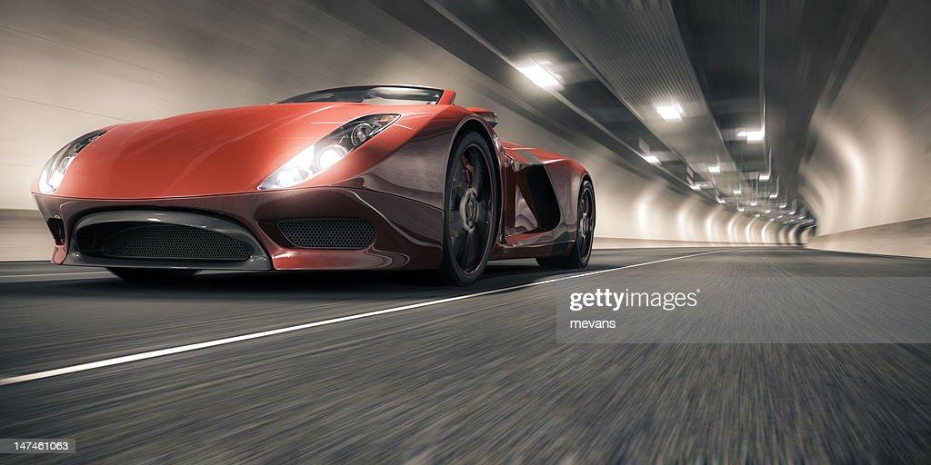 Coche deportivo en un túnel : Foto de stock