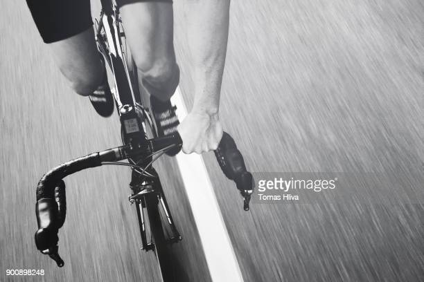 pov sport — fietsen — new year's resolutions - wielrennen stockfoto's en -beelden