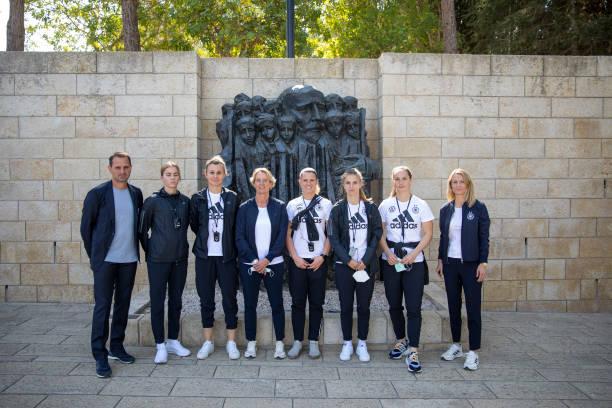 ISR: German Women's National Team Visits Yad Vashem