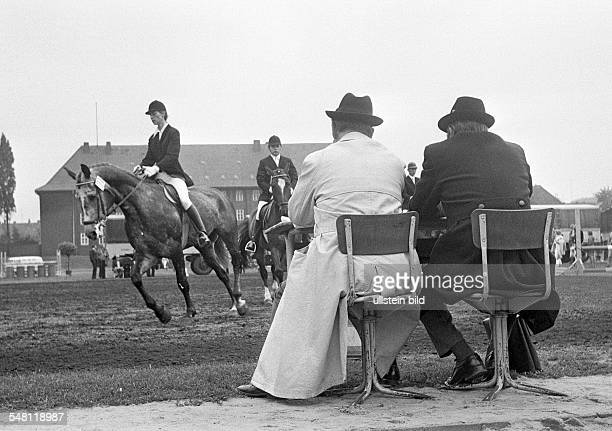 Sports, equestrianism, horse show 1974 in Bottrop, dressage riding, horse and rider are examined by the judges, D-Bottrop, Ruhr area, North...