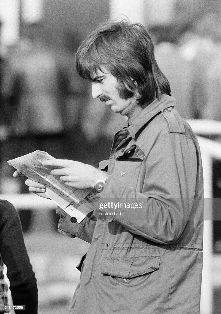 sports, equestrianism, racecourse Dinslaken, trotting race 1973, horse-racing bet, man reads the racing sheet, aged 20 to 25 years, D-Dinslaken, Lower Rhine, Ruhr area, North Rhine-Westphalia - 13.10.1973 : News Photo