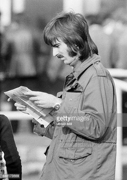 Sports, equestrianism, racecourse Dinslaken, trotting race 1973, horse-racing bet, man reads the racing sheet, aged 20 to 25 years, D-Dinslaken,...