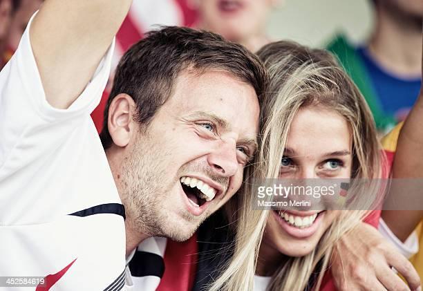 Sports fans jubeln ein Spiel