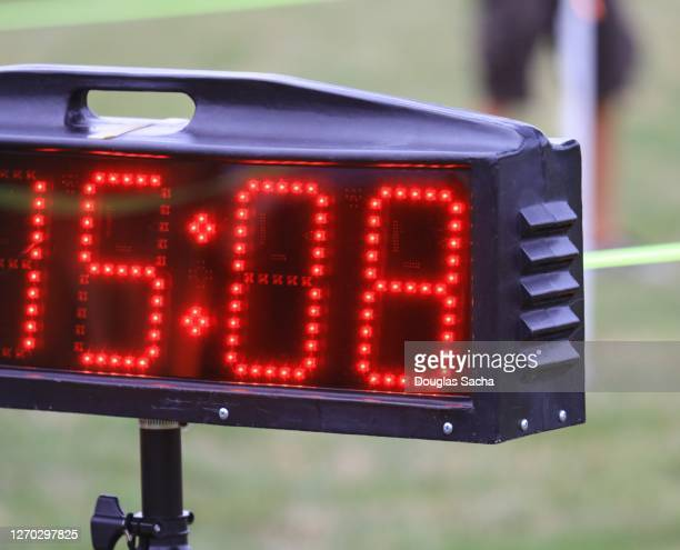 sports finish line clock - point scoring stock pictures, royalty-free photos & images