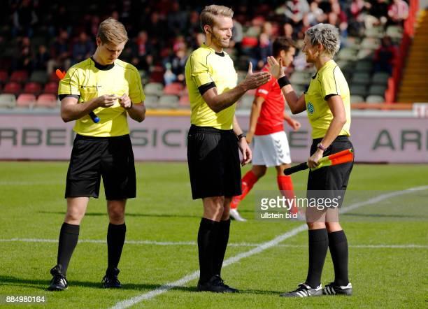 Sports, football, Regional League West, 2016/2017, Rot Weiss Oberhausen versus Bonner SC 5:1, Stadium Niederrhein in Oberhausen, match officials,...