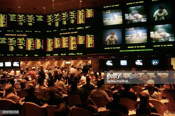 sports gamblers betting at casino lounge - スポーツ・ベッティング ストックフォトと画像