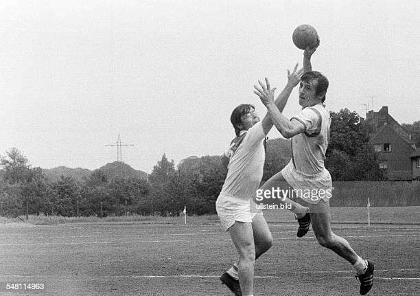 Sports, handball, Field handball, later on substituted for team handball, BV Osterfeld versus Fortuna Duesseldorf, jump shot, D-Oberhausen,...