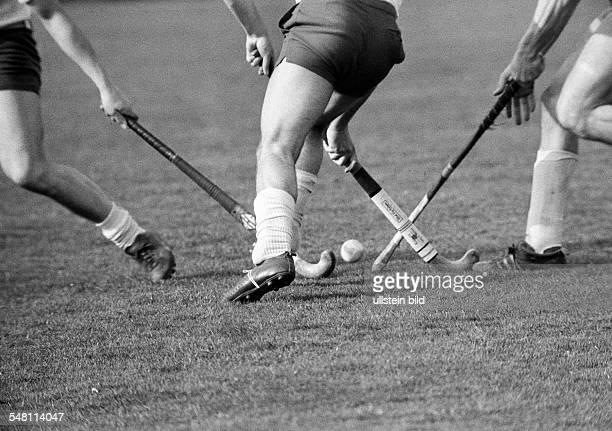Sports, hockey, field hockey, OTHC Oberhausen versus Etuf Essen 1:1, symbolic, D-Oberhausen, Ruhr area, North Rhine-Westphalia -