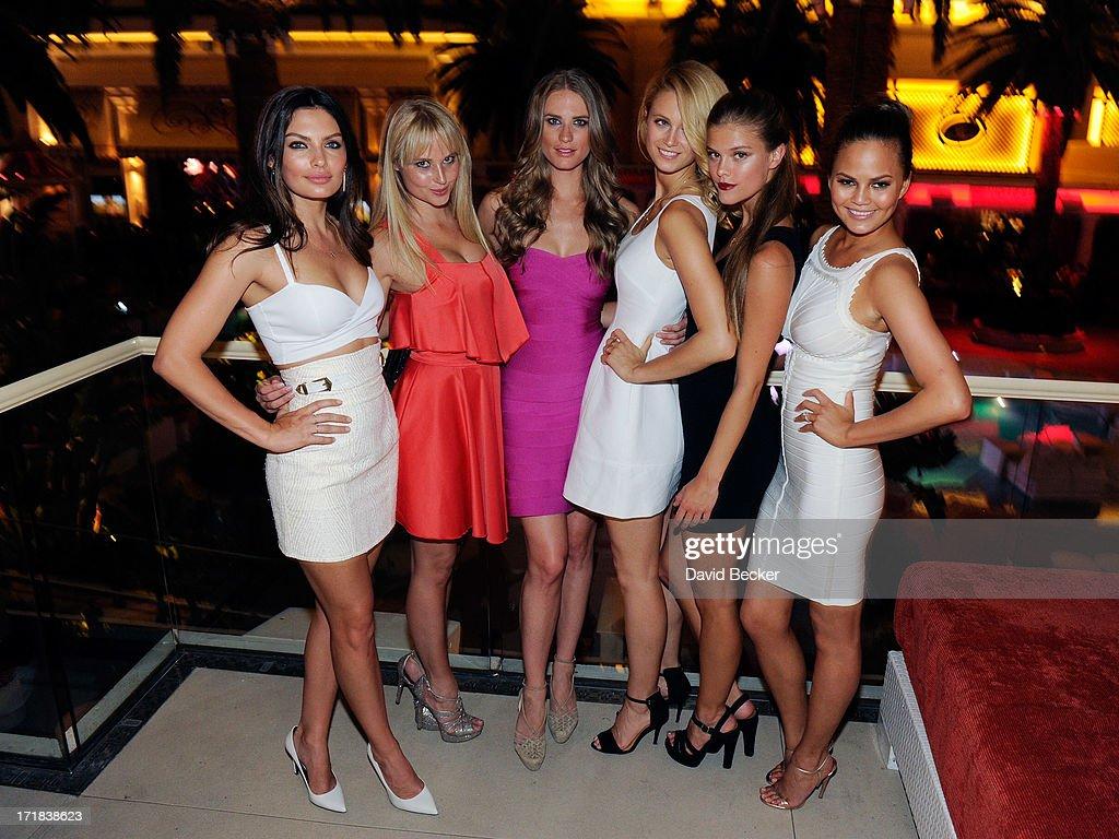 "Sports Illustrated Models Chrissy Teigen, Nina Agdal, Alyssa Miller & Kate Bock Celebrate ""Summer Of Swim"" At Surrender At Wynn : News Photo"
