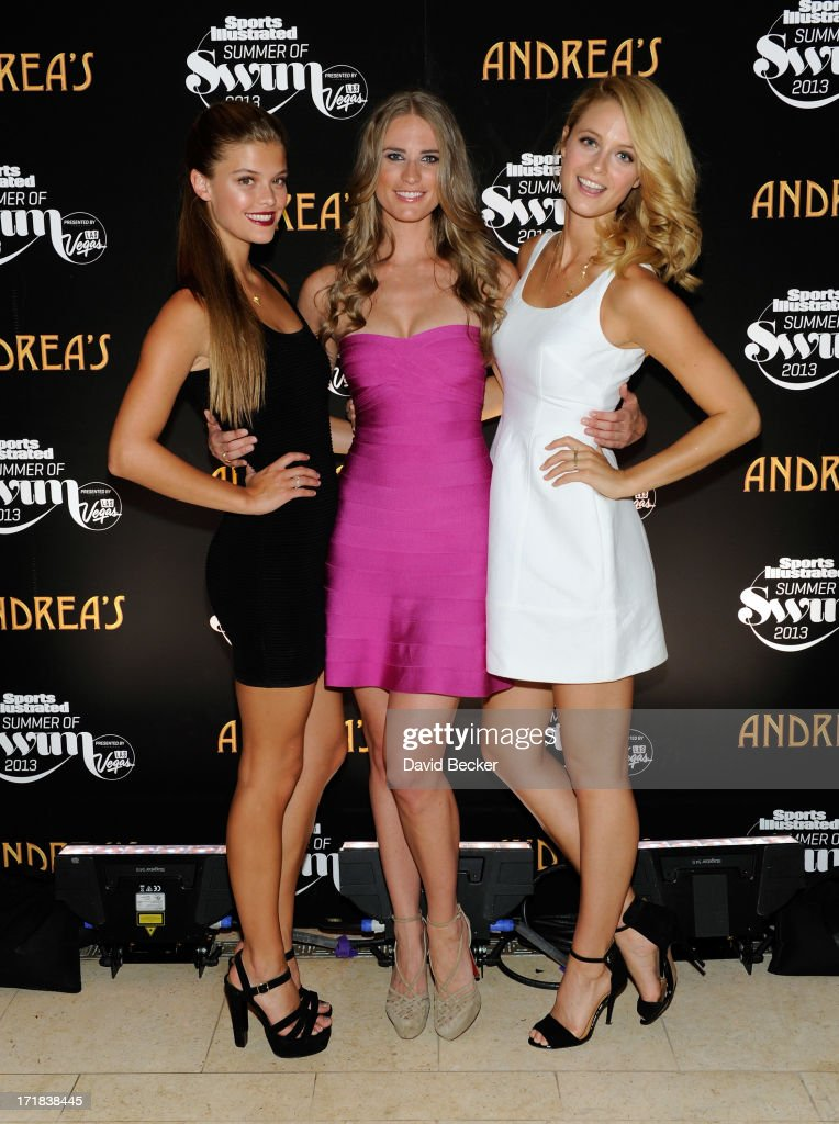 "Nina Agdal & Kate Bock At Andrea's Restaurant In Encore At Wynn During Sports Illustrated Swimwear ""Summer of Swim"" Celebration : Foto jornalística"