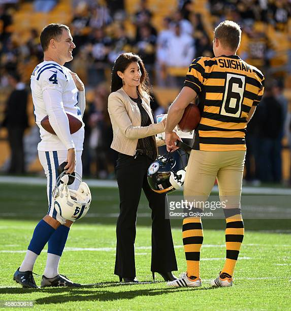 Sports NFL sideline reporter Tracy Wolfson talks to kickers Adam Vinatieri of the Indianapolis Colts and Shaun Suisham of the Pittsburgh Steelers...