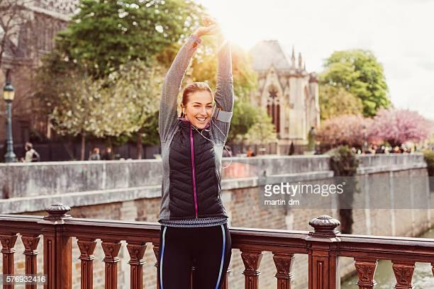 sporttraining für schlanken körper - aufwärmen stock-fotos und bilder