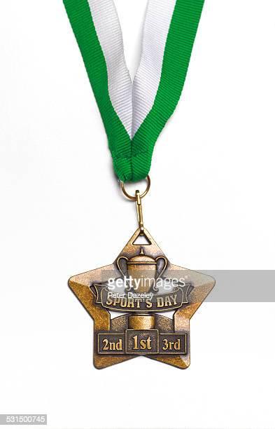 sports winners medal - honra fotografías e imágenes de stock