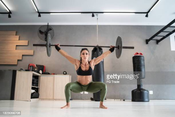sports woman lifting weights at the gym - women's weightlifting stock pictures, royalty-free photos & images