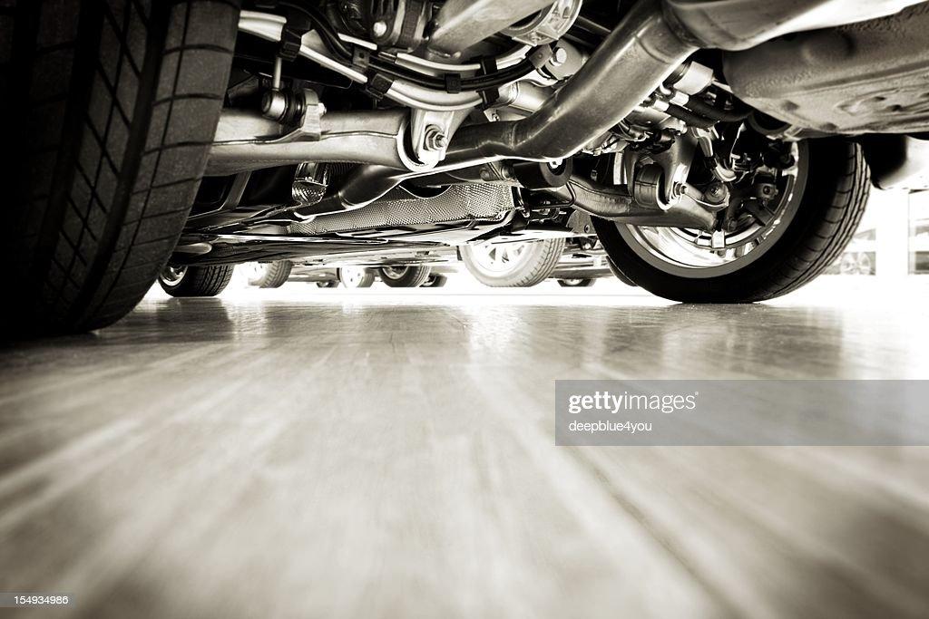 Sportscar technik desde abajo : Foto de stock