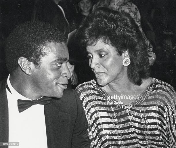Sportscaster Ahmad Rashad and actress Phylicia Rashad attend The Association of Tennis Professionals Jaks Awards Gala on January 12 1986 at the New...