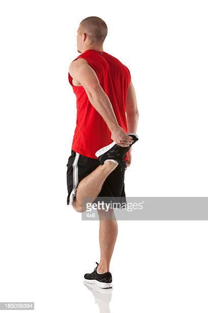 Sportsman étirer ses jambes