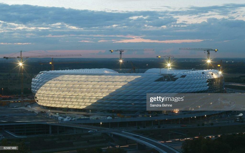 Sportstaette/Stadion: Allianz Arena 2004, Beleuchtungseinweihung : Nieuwsfoto's
