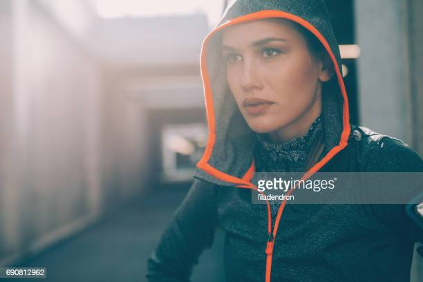 sportswoman - hoodie headphones stock pictures, royalty-free photos & images