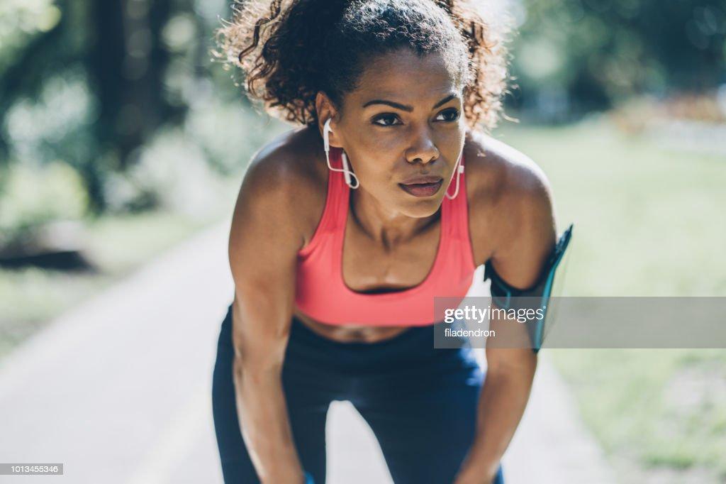 Sportvrouw rusten : Stockfoto