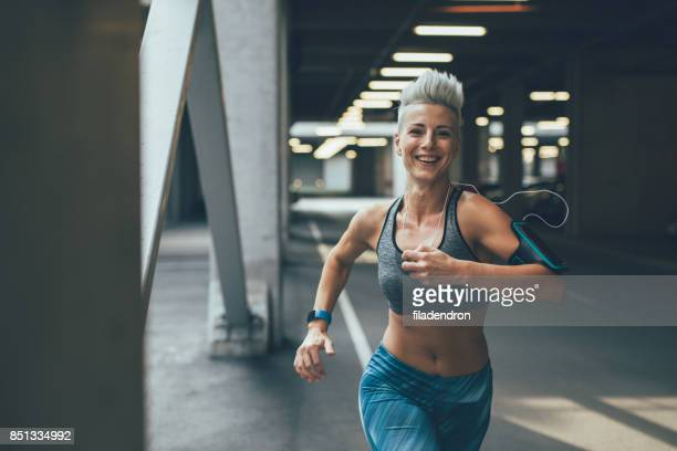 sportswoman running - sports bra stock pictures, royalty-free photos & images