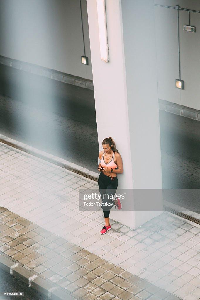Sportswoman texting : Stock Photo