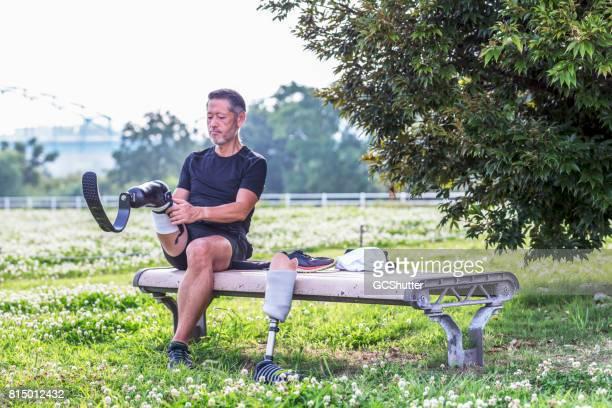 Sportieve Japanse man een ledemaat sport aansluiten zijn stub