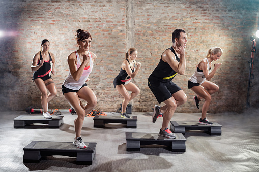 Sporty people on training 531702574